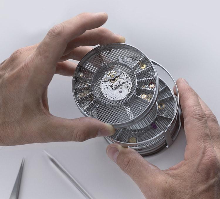 rolex-servicing-procedure-cleaning-the-movement_portrait